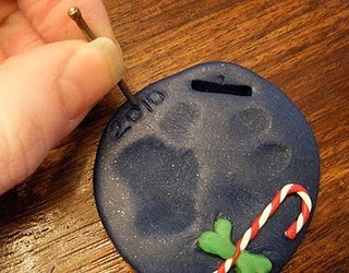 33143747227301898 PTbqSy9C f large Crafts! / Paw Print Ornament! Great way to always remember your pets! NEED to do this!