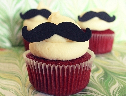 Mustache-cupcake_large