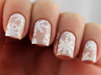 Snowflake_christmas_nails_a_large