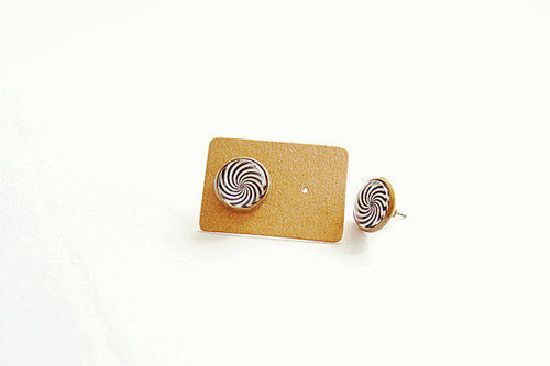 il 570xN.367009052 rvsu large Whirl Earrings in pair black and whitehandmade by BLovedOne