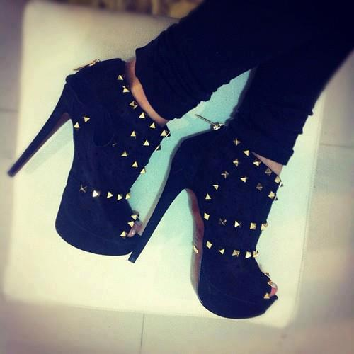 14476 186303588175068 1519727612 n large - For HigH HeeLs LoverS