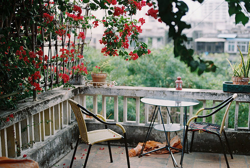 Balcony_beautiful_chairs_flowers_little_corner_plants-1050fe77b343c5a351564c0fc597ed9e_h_large