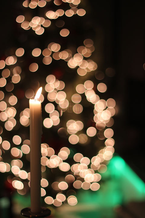 Christmas-tree-lights-bokeh-candle_large