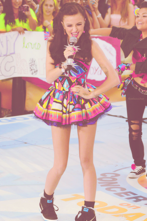 http://data.whicdn.com/images/47207999/omg-cher-lloyd-colorful-cute-Favim.com-591087_large.jpg