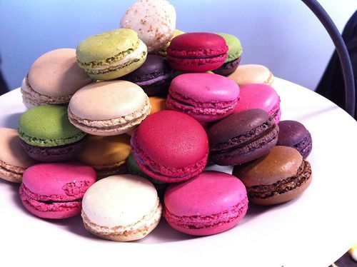 800px-macarons_2c_french_made_mini_cakes_large