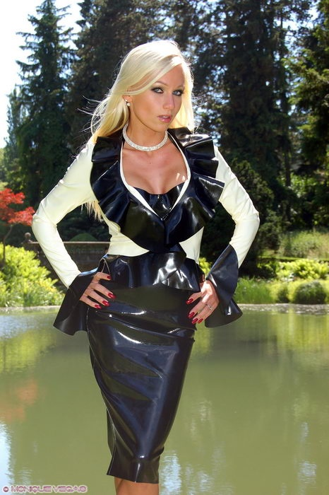 yellow jacket cougars dating site Typically when we hear about cougar dating cougars reveal what it's really like to date dons biker jacket for outing with parents cindy crawford and.
