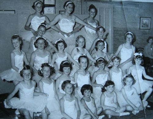 Miss-anderson-s-ballet-class-60-s-latchford-me-front-row-1st-left-still-trying_large