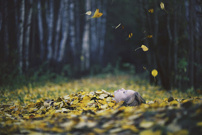 Autumn-fall-forest-girl-favim.com-597720_large