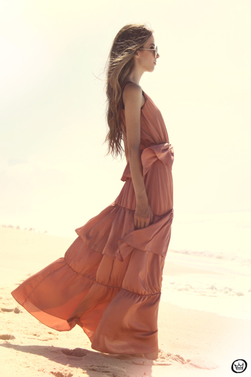Fashioncoolture-05-01-2013-look-du-jour-pink-long-dress-bracelets-kafc3a9-rounded-sunglasses-beach_large