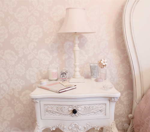 Shabby_chic_bedside_table_large