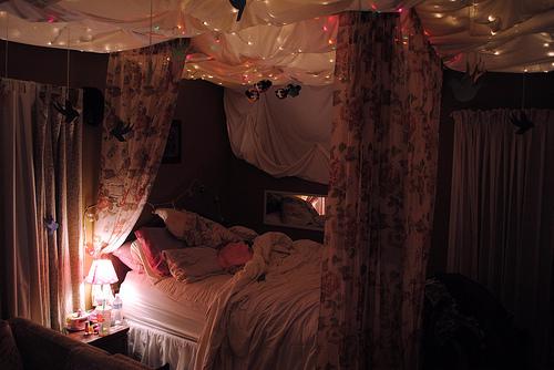 Bed-bedroom-cool-lights-favim.com-603862_large