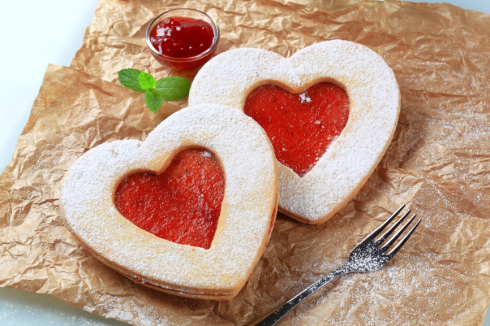 Raspberry-heart-linzer-cookies_large