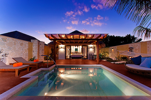 Exterior com piscina Tumblr_mgs4d8dfOh1r010fmo1_500_large