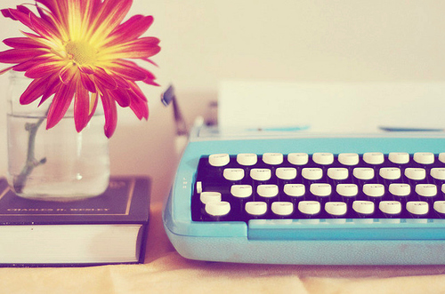 Blue-flower-red-typewriter-vintage-favim.com-42988_large
