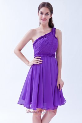 Purple A-line One Shoulder Chiffon Ruch Prom Dress Knee-length Dama Dresses - US$97.19