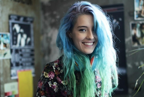 chloe norgaard, mermaid hair, pastel hair, blue hair