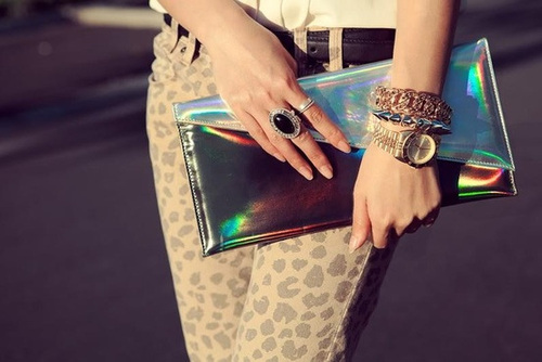 Holographic-clutch_large