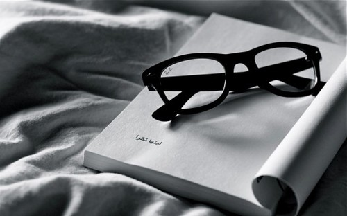 Book-ipad-wallpaper-reading-ray-ban-glasses-526x328_large