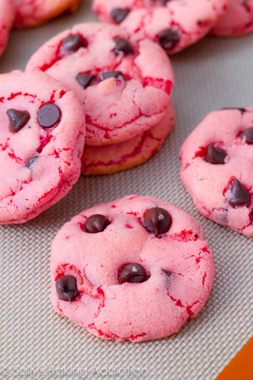 Strawberry-chocolate-chip-cookies-3_large