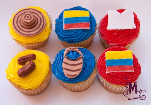 Mi colombia Hermosa! Colombia-cupcakes_large
