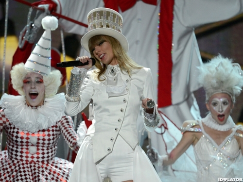 Taylor-swift-we-are-never-ever-getting-back-together-grammys-2013-600x450_large
