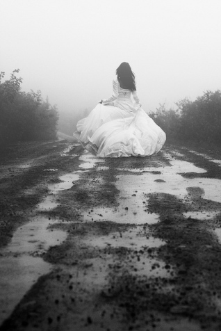 black-and-white-bride-dress-girl-muddy-princess-favim_com-72626.jpg (318×476)