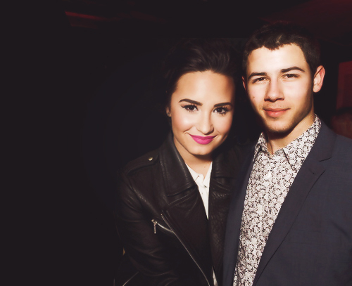 nick jonas and demi lovato dating Nick jonas stopped by britain's capital fm recently, and the host convinced him to play lips, wife, leave, a more pg-friendly version of the game we all know and love.