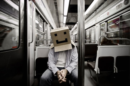 Cardboard-box-head-box-on-the-move-narrative-photography-thb_large