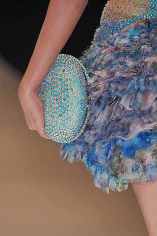 Alexander-mcqueen-detail-spring-fashion-2010-046_runway_large