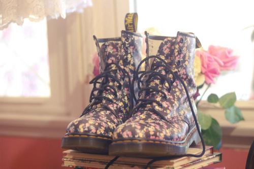 Boots-fashion-floral-shoes-favim.com-659139_large