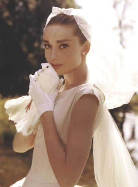 Funny_face_audrey_hepburn_wedding_dress_dove_bride_veil_50s_vintage_clothing_large