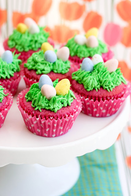 Raspberry_easter_egg_cupcakes-2_large
