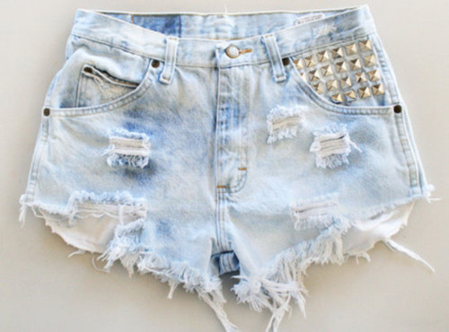 Chwim0-l-610x610-shorts-denim-ripped-blue-light-blue-hipster-instagram-tumblr-button-spikes-spiked_large