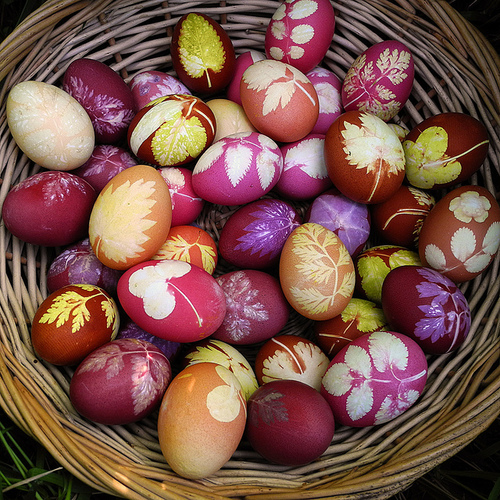 Basket-easter-eggs-flowers-happy-easter-favim.com-205249_large