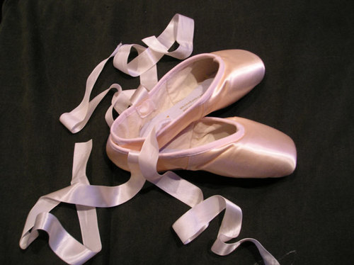 Pointe_shoes_by_serenadestrong_large