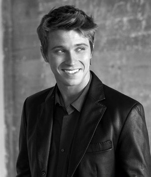 300px-garrett_hedlund_large