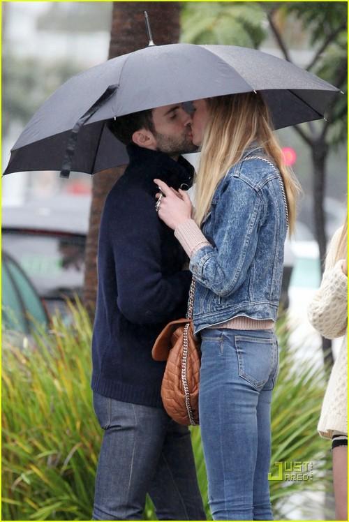 Adam Levine   Anne Vyalitsyna  Kiss Kiss    adam levine anne    Adam Levine And Anne Vyalitsyna Misery