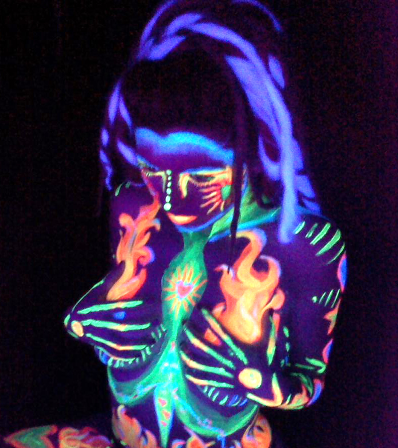blacklight body paint ideas | We Heart It | neon and girl