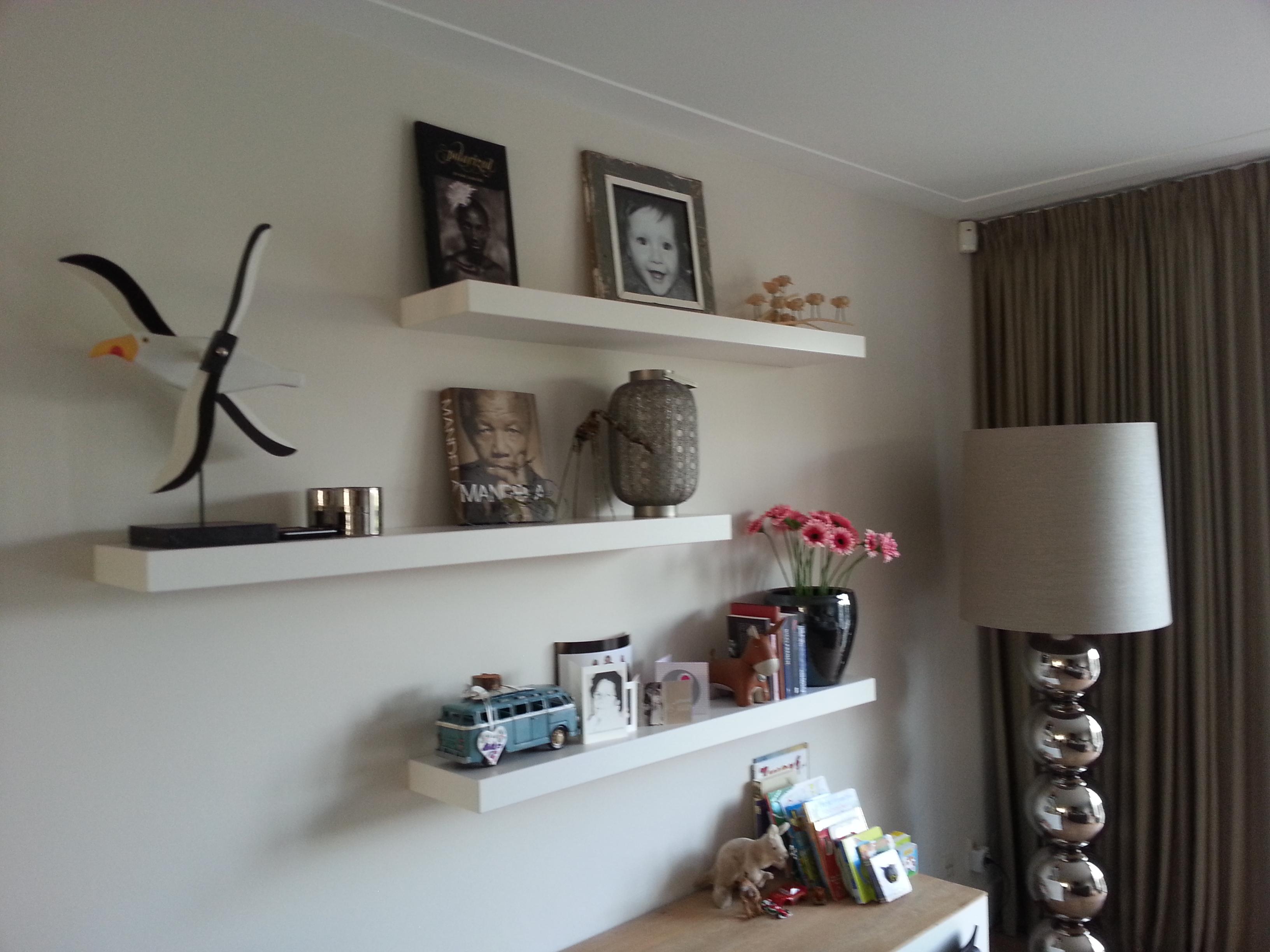 Planken met decoratie olijfhout beste idee n over slaapkamer wanddecoraties op - Decoratie idee ...