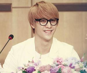 dongwoon.dong woon. b2st