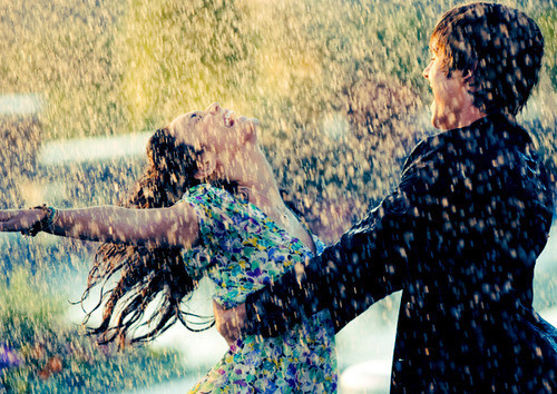 Love,zac,efron,couples,light,rain,joy-8cbcc7ecb2670a428b053f3264c0911d_h_large