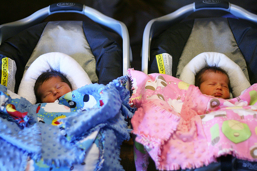 newborn baby twins in car seat google search by nzinga shibuya we heart it. Black Bedroom Furniture Sets. Home Design Ideas