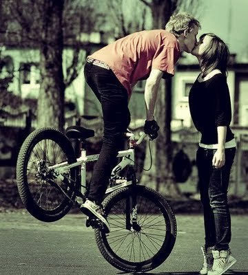 Bike,kiss,photography,couple,boy,creative-e27c60c0bf4bd951a1c29428eda15a88_h_large