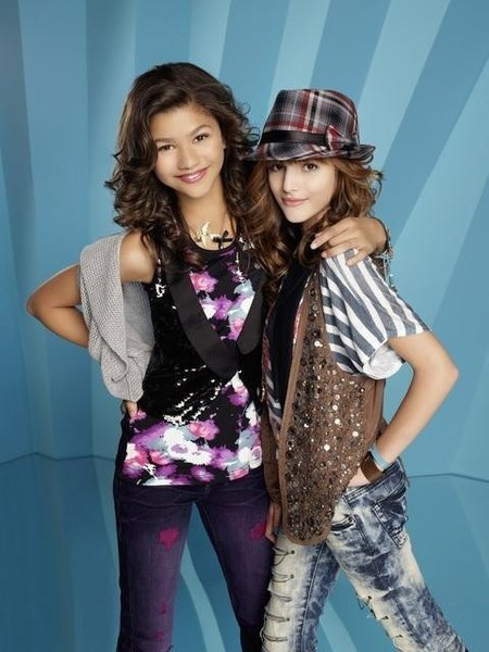 Zendaya And Bella Thorne Fake Photos.