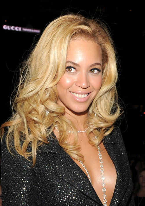 http://data.whicdn.com/images/7158560/beyonce-2011-grammy-awards--large-msg-129766629132_large.jpg?1297731598