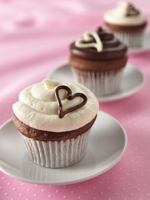From-the-heart-cupcakes_large