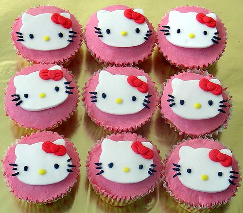 Hello_kitty_cupcakes_5_large
