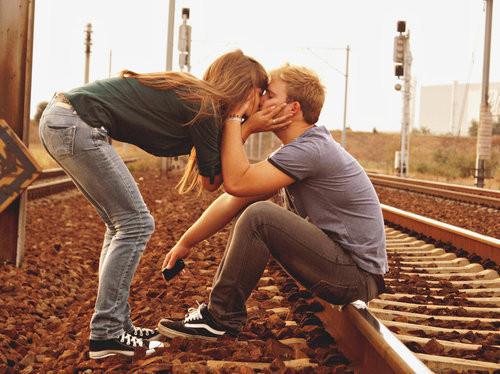 Love,couple,lifestyle,couple,kiss,me,converse,cute-7a3c06d4579706a8aa5688a868b8900e_h_large