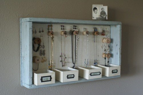 Diy-hanging-jewelry-organizer-1-500x334_large