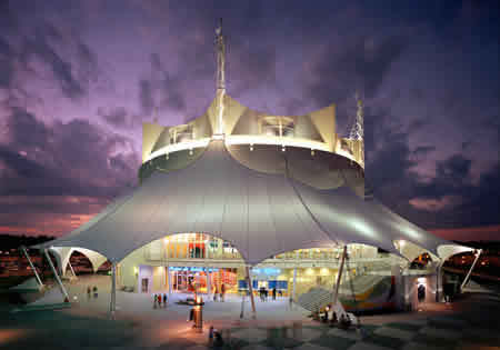 La_nouba_by_cirque_du_soleil_-_cirque_du_soleil_theater__night__002_large